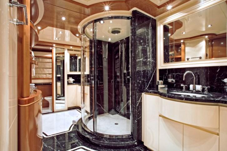 www.yachtshow.debathroom.jpg
